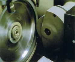 TRUING WITH SILICON CARBIDE GRINDING WHEEL